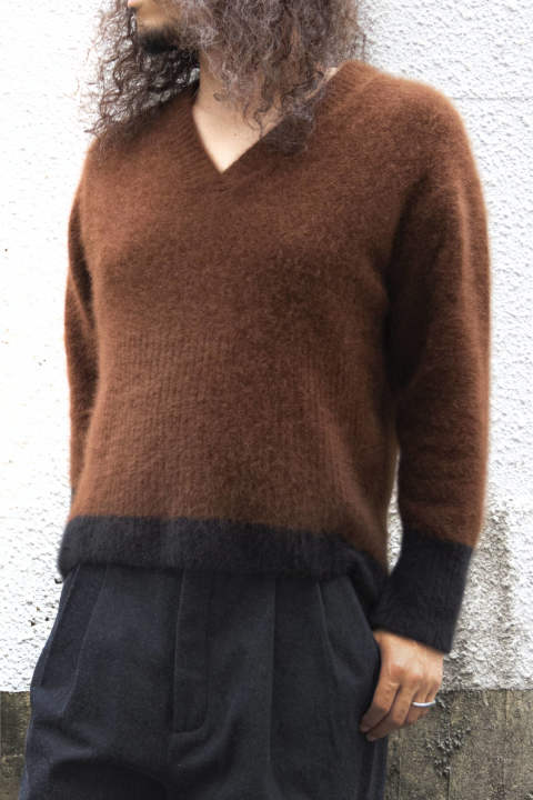 ferret hair wool V-neck knit sweater / brown×black